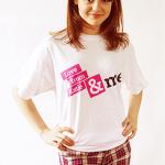 Кэтрин в футболке KPF